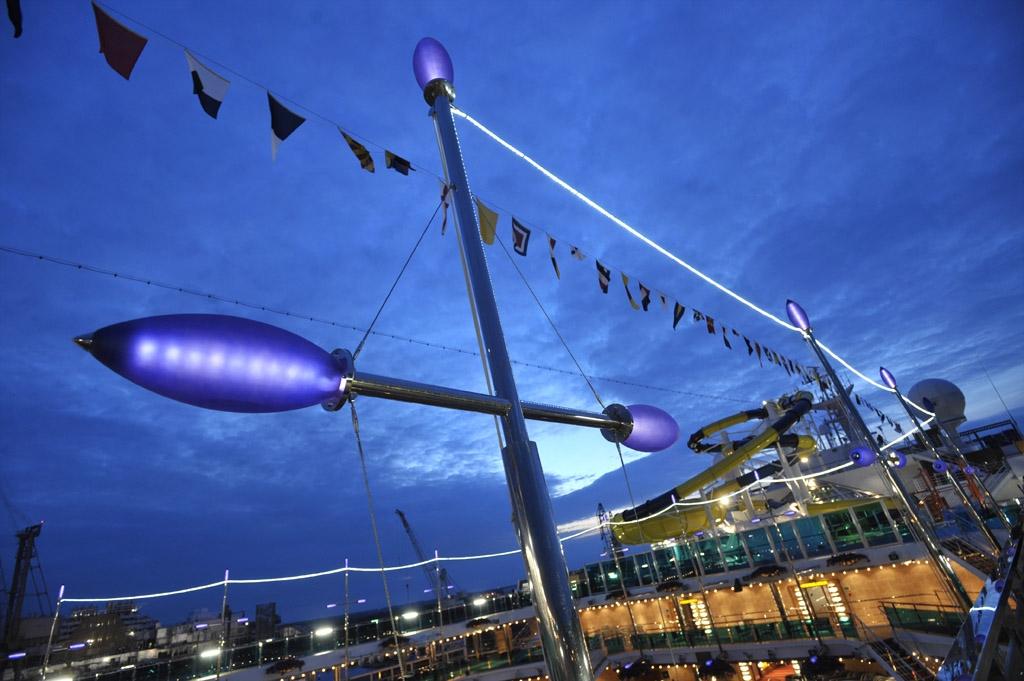 carnival_dream_pool_deck.jpg